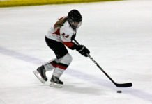 female hockey players
