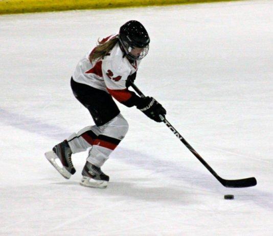 female hockey players